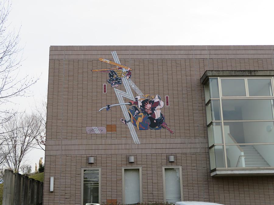 「宮ノ上公園」内の「和泉市いずみの国歴史館」に設置、上田バロンの作品(橋本貞秀作品をリライト)