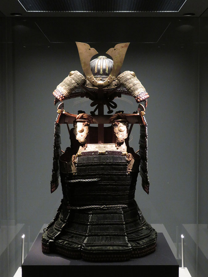 同時開催の小企画「アート・オブ・サムライ」で展示されている「黒韋威矢筈札胴丸」(国宝)。楠木正成奉納と伝わる胴丸の傑作