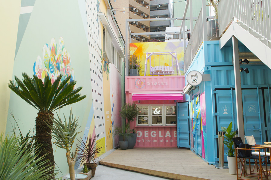 アニメショップが軒を連ねる大阪・難波の路地裏に突如現れる異空間