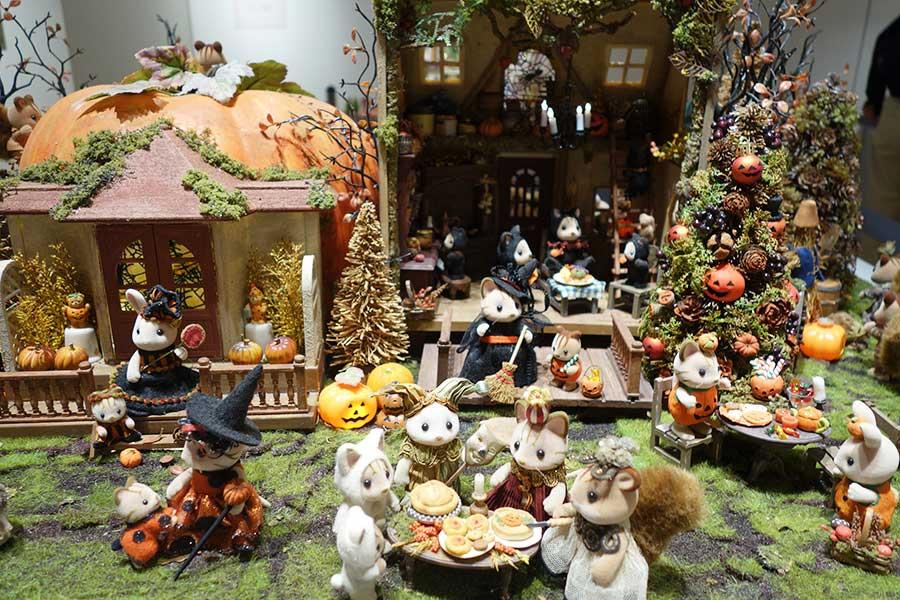 ドールハウスによる作品は、春夏秋冬がテーマ。写真は、工藤和代さんの作品