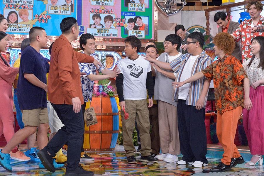 若手芸人が大集合した4月25日放送の『ダウンタウンDX』(読売テレビ) © ytv