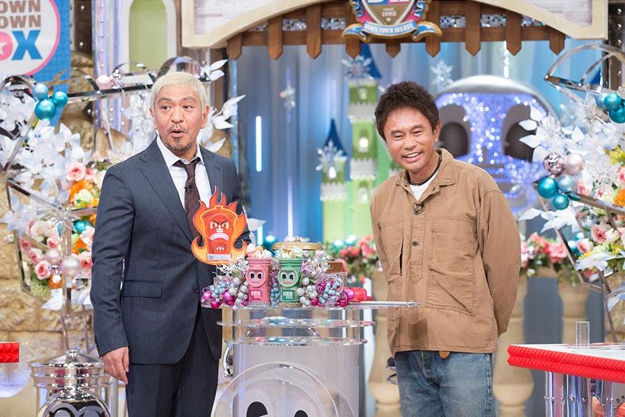 読売テレビ『ダウンタウンDX』MCの松本人志(左)と浜田雅功 © ytv