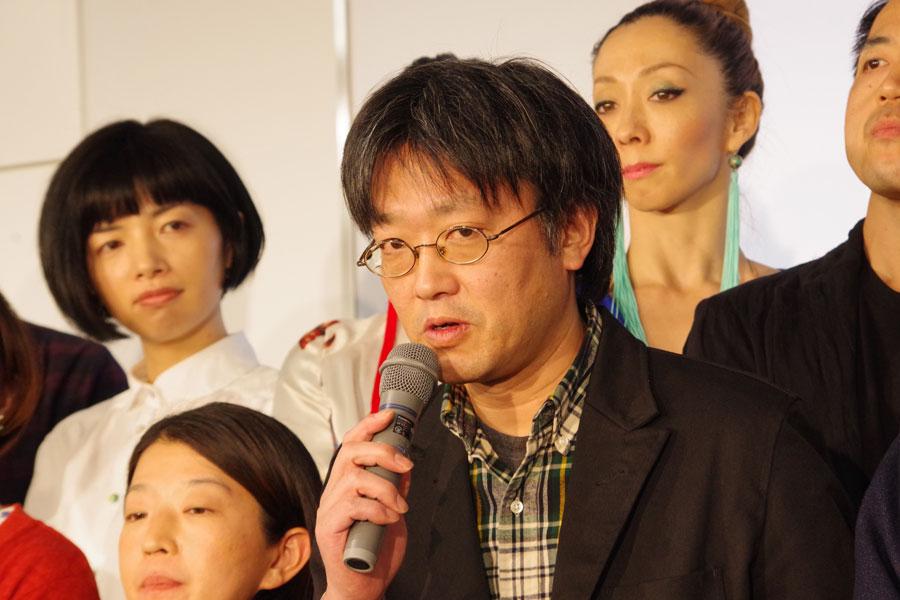 劇作家・演出家・役者をおこなう傍ら、近畿大学文芸学部で准教授も務める水沼健