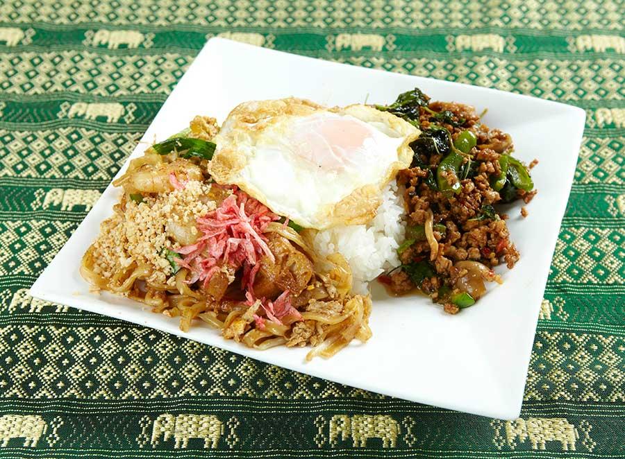 タイ料理レストラン「クンテープ」は、ガパオとパッタイセット1001円