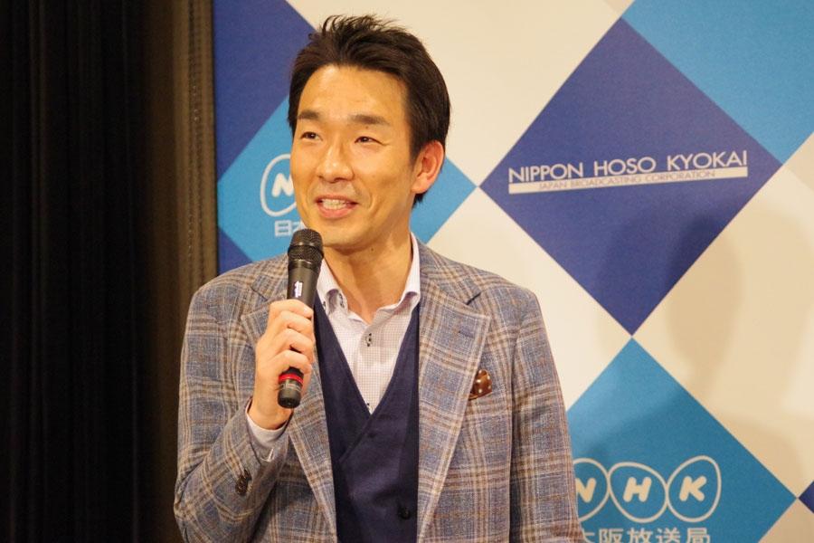西川きよしやテンダラー浜本らにいじられながら、「これから西川ファミリーに加えていただければ」と近田雄一アナウンサー