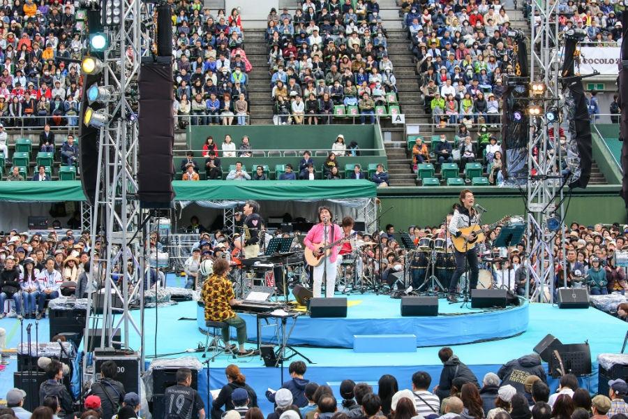 大阪「靱公園センターコート」でおこなわれたコラボライブ『風とハミング』(27日・大阪市西区)