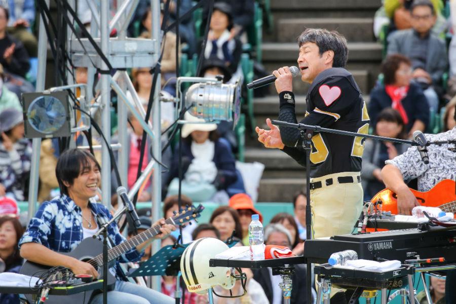 コラボライブ『風のハミング』の中心人物・KAN(27日・大阪市西区)