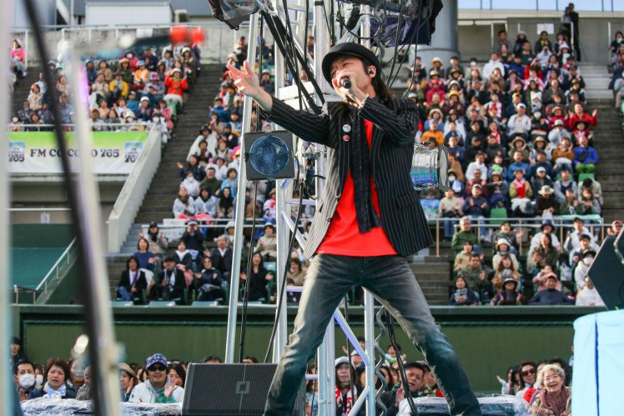 平成最後のコラボライブ『風のハミング』にゲスト出演した和田唱(27日・大阪市西区)