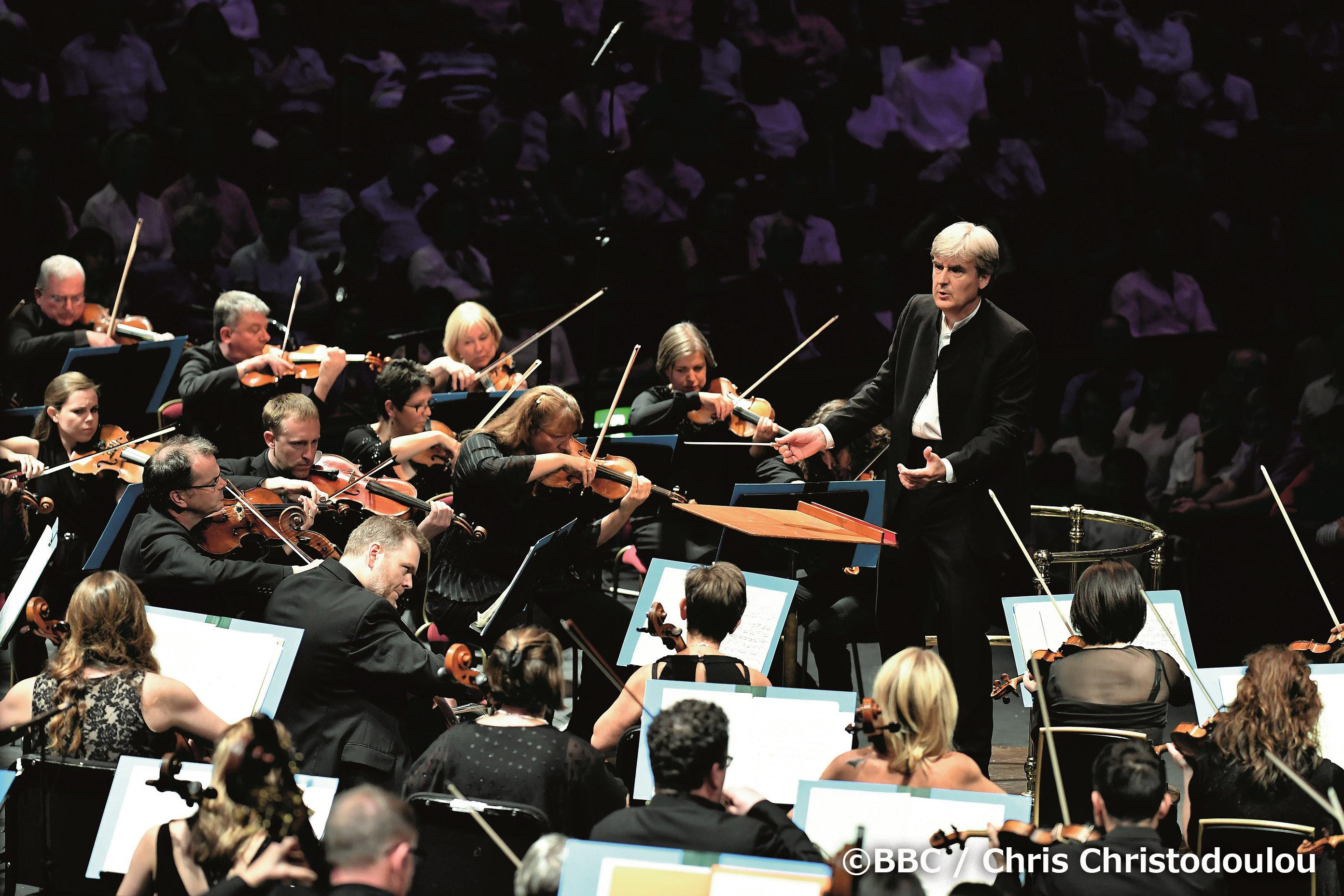 今回の日本公演でも指揮をおこなう指揮者、トーマス・ダウスゴーと、BBCスコティッシュ交響楽団