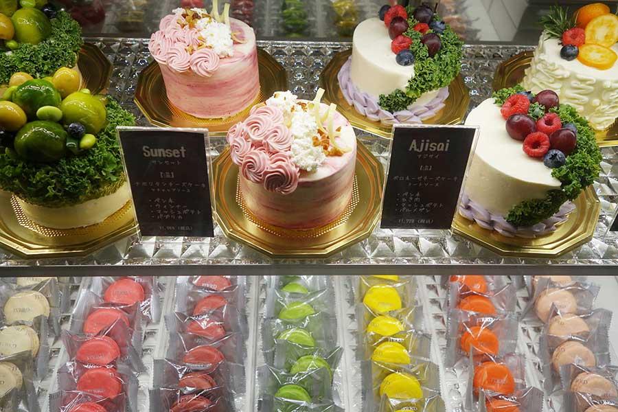 上段左から、バジル入りのカルボナーラをイメージした「Mother」、ナポリタンの「Sunset」、ボロネーゼの「Ajisai」など、見た目からは想像のつかないフレーバーの惣菜