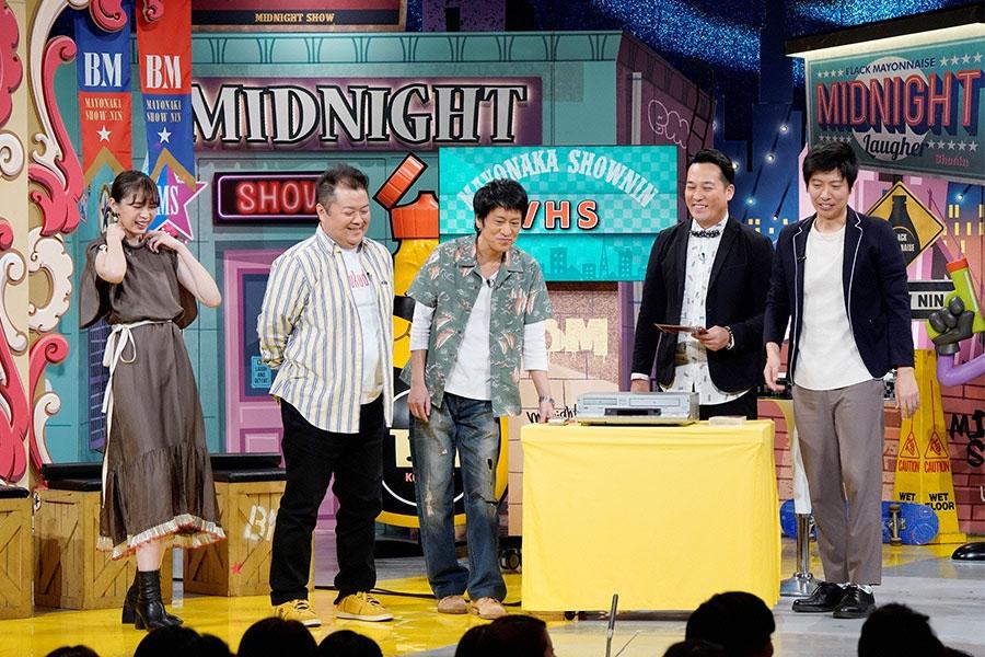 左から、宮田聡子、ブラックマヨネーズ、藤崎マーケット © ytv
