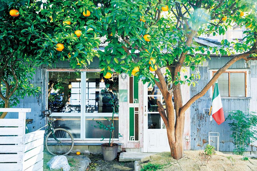 「ピッコロット&グリーンハウスカフェ」(洲本市)の外観