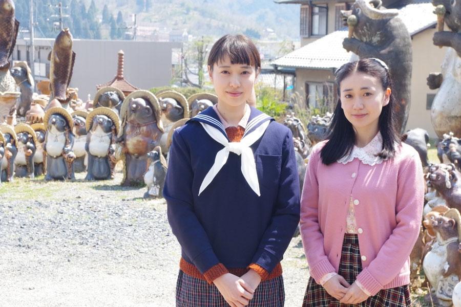 滋賀県で撮影が始まった連続テレビ小説『スカーレット』のヒロイン・戸田恵梨香(左)と共演の大島優子