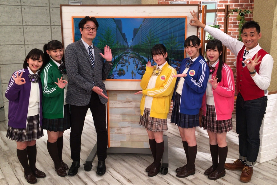 左から堀くるみ、根岸可蓮、嘉名光市教授、清井咲希、春名真依、彩木咲良、石田靖