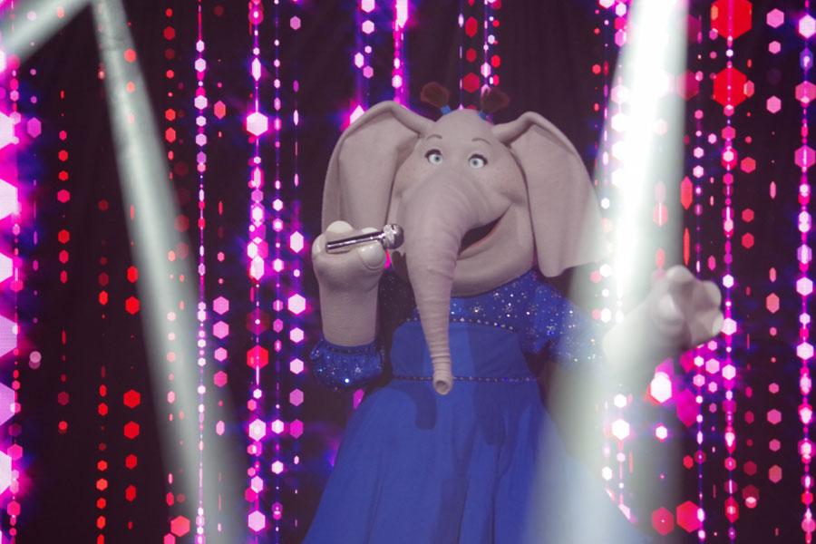 内気ながらも抜群の歌唱力を誇るゾウのミーナ。日本語吹き替え版ではミュージシャン・MISIAが声と歌を担当