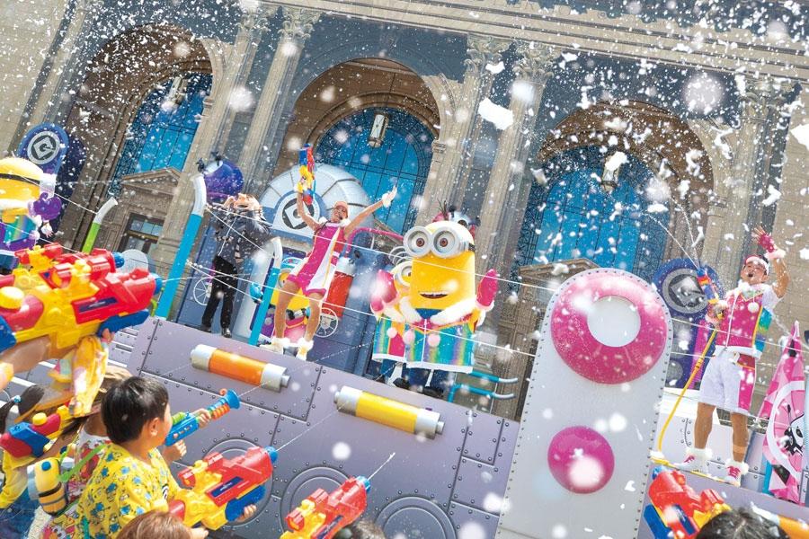 ミニオンと楽しむ『ミニオン・クール・ファッションショー』。写真は昨年の『ミニオン・スノー・ファイト』の様子