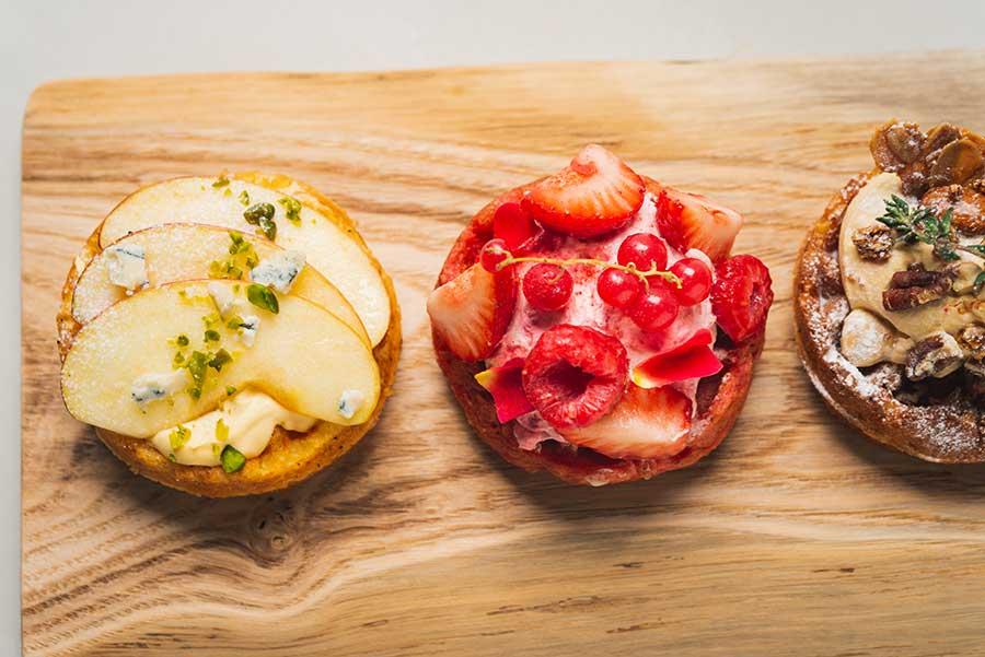 左からリンゴカスタードクリーム、ストロベリーフランボワーズクリーム、ローストナッツキャラメルクリーム