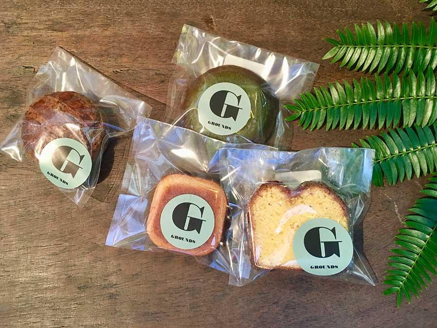 ガレットやフィナンシェなどの焼き菓子は、南森町の「OKASHI SEKAIYAN」に別注。220円~