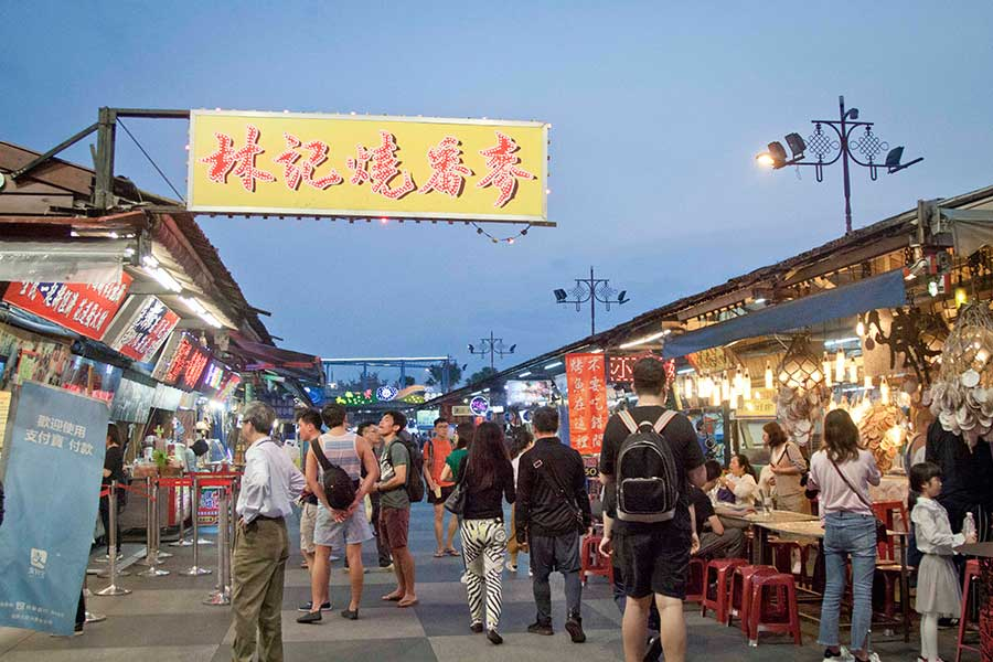台湾の夜市。夜になるとズラリと屋台が出現する
