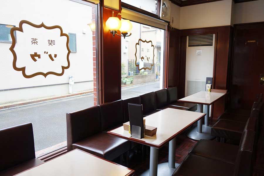 以前の喫茶店の内装をそのまま活かした空間に