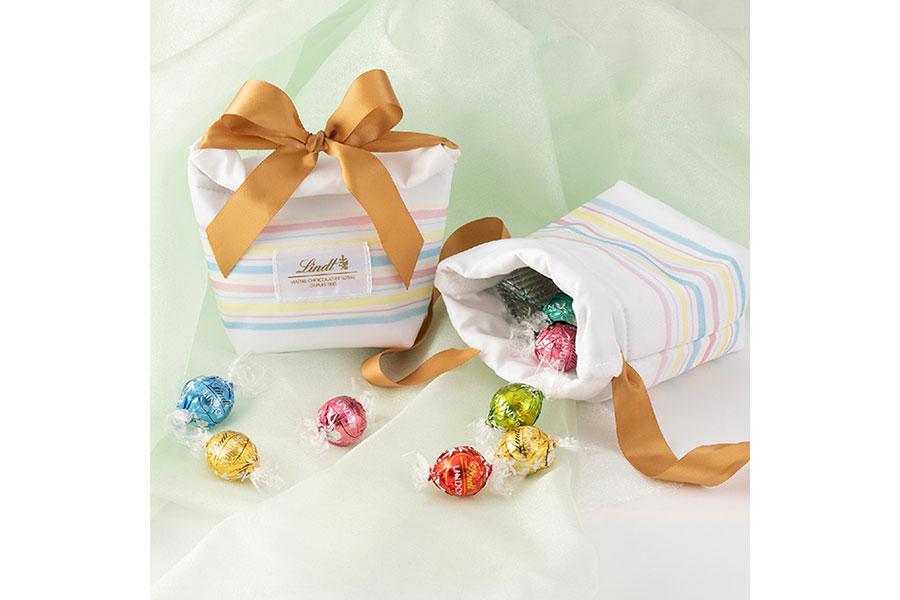 5月17日のオープン日、一部商品を2500円以上購入した客にプレゼントされるオリジナル保冷ポーチ