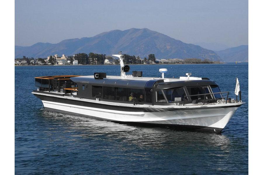 大津港〜竹生島港間を運行する高速船「ランシング」