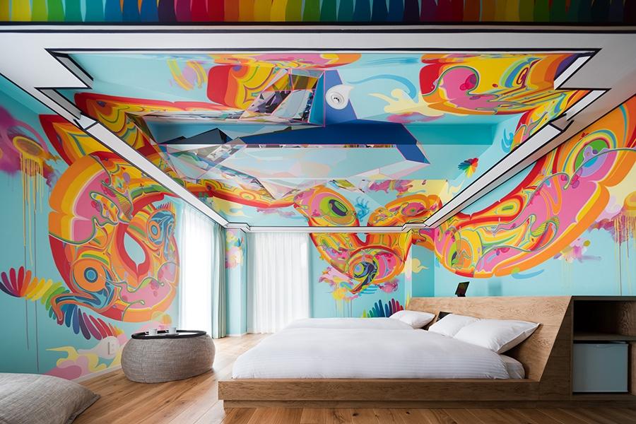 Mon Koutaro Ooyamaの「NETFEX-Absolute Dragon-」。壁面と天井にペイントが施されており、天井の壁は複雑な形状となっている