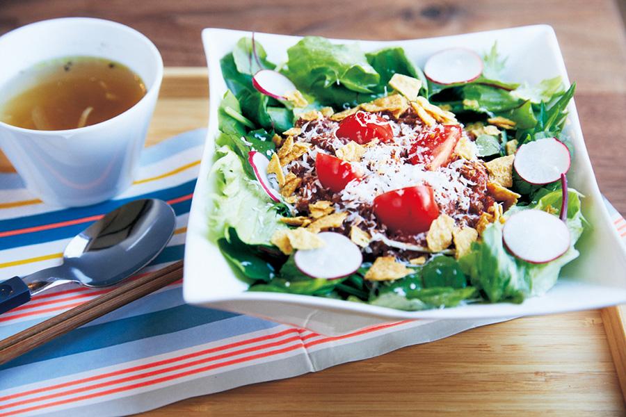 沖縄で食べた味を再現したという淡路ビーフミンチのタコライス800円(ブックカフェ アヌイ)