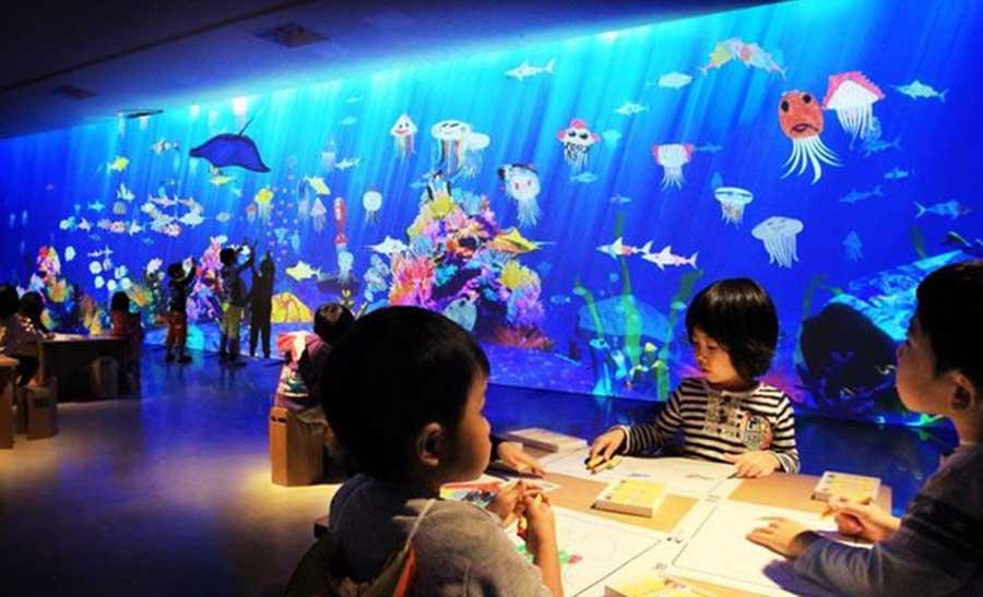 描いた絵が、スイスイ動き出す「お絵かき水族館」