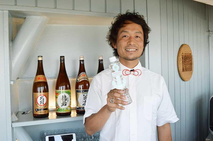 ARIGATO-CHAN代表取締役の坂野雅さん。彼が手掛けた「タワーWATER(400円)」は、ひょうごの特産品「五つ星ひょうご」にも選ばれている
