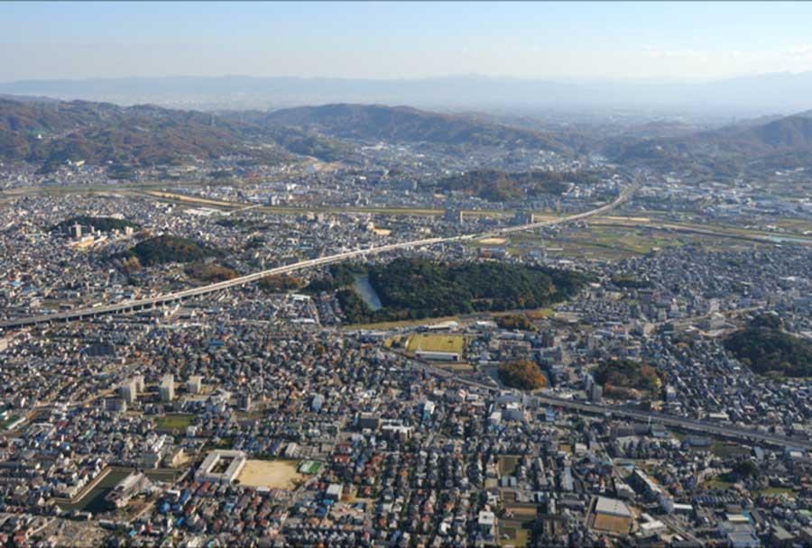 上空から見た、古市古墳群 写真/藤井寺市教育委員会提供