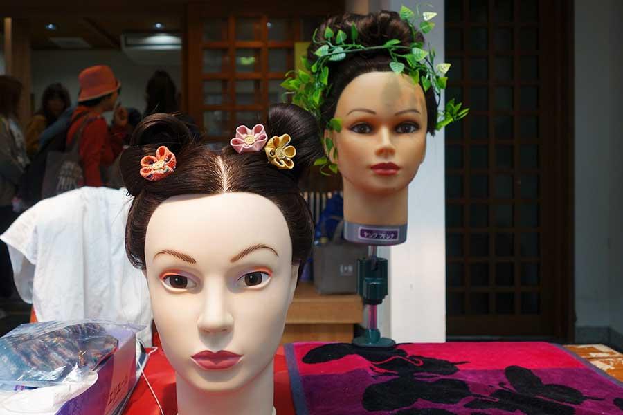 「堺市博物館」では無料の古代衣裳体験のほか、古代髪体験2000円も