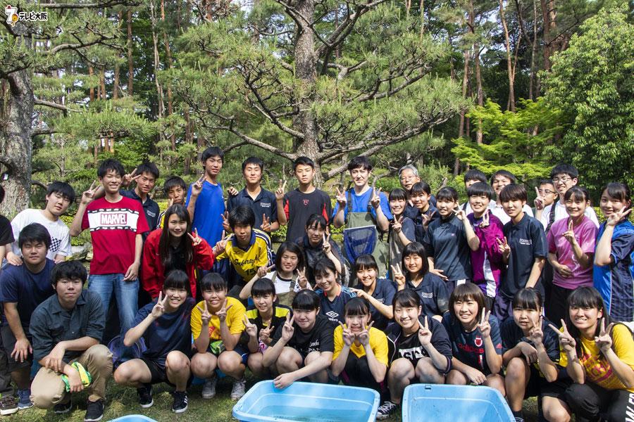 田中の母校「府立桜塚高等学校」の生徒たちや「豊中市立第四中学校」の化学教師ら約40人も参加
