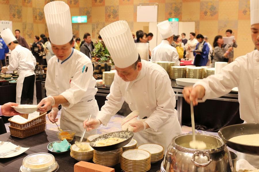 ホテルのシェフが趣向を凝らした日本酒に合うお料理やスイーツも多数スタンバイ
