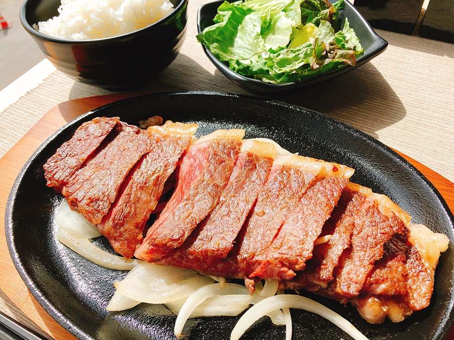 特選和牛のサーロイン200グラム4780円(ご飯・サラダ付き)