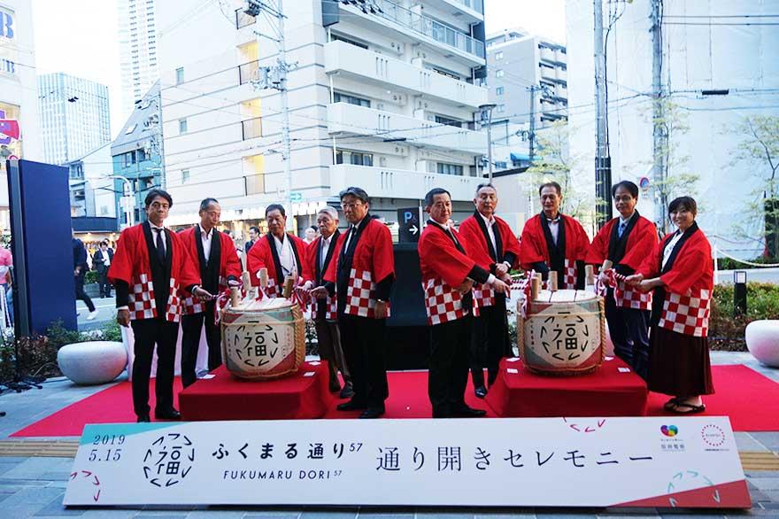阪急阪神不動産の取締役、JR西日本不動産開発の取締役、福島区区長らが出席したオープニングセレモニー