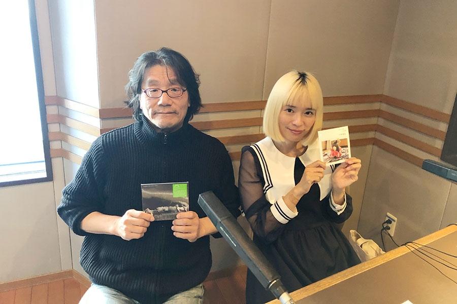 『KYOTO AIR LOUNGE』に出演した沢田穣治(左)と川本真琴(7日・α-STATIONスタジオ)