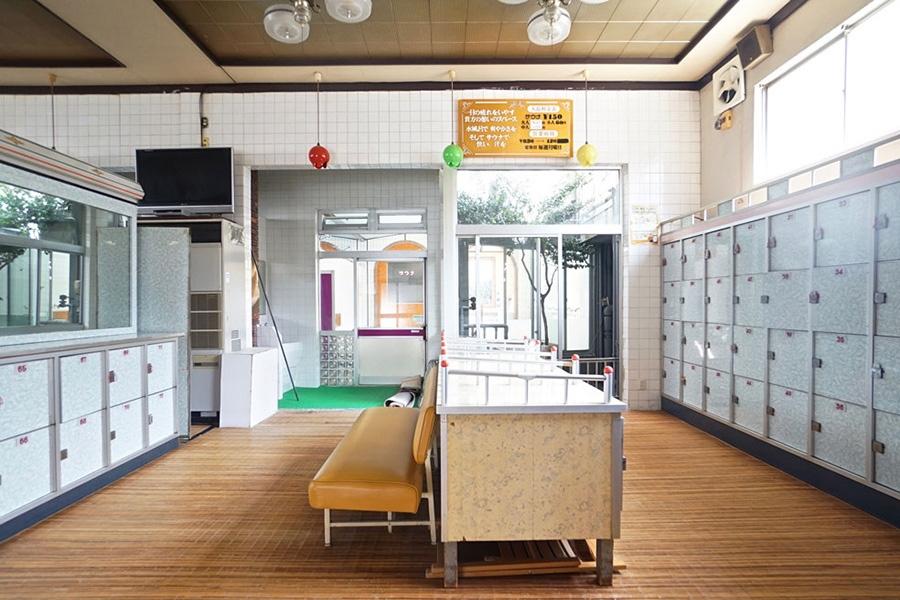 オリジナルビールの直売所となる女子脱衣所のロッカーは、トビラを外し棚として利用するとのこと