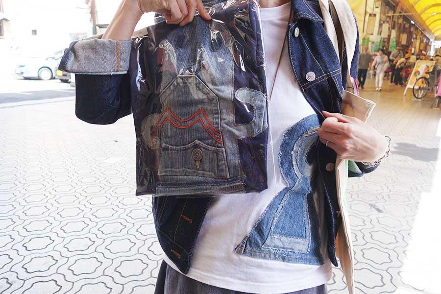 古墳Tシャツを着用していた40代女性は、新たなアイテムも会場で入手