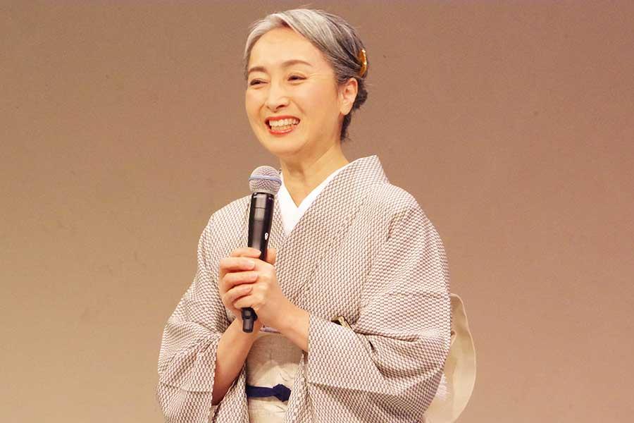 イベント『アンチエイジングフェア in Osaka 2019』に出演した近藤サト。常に笑顔でトーク