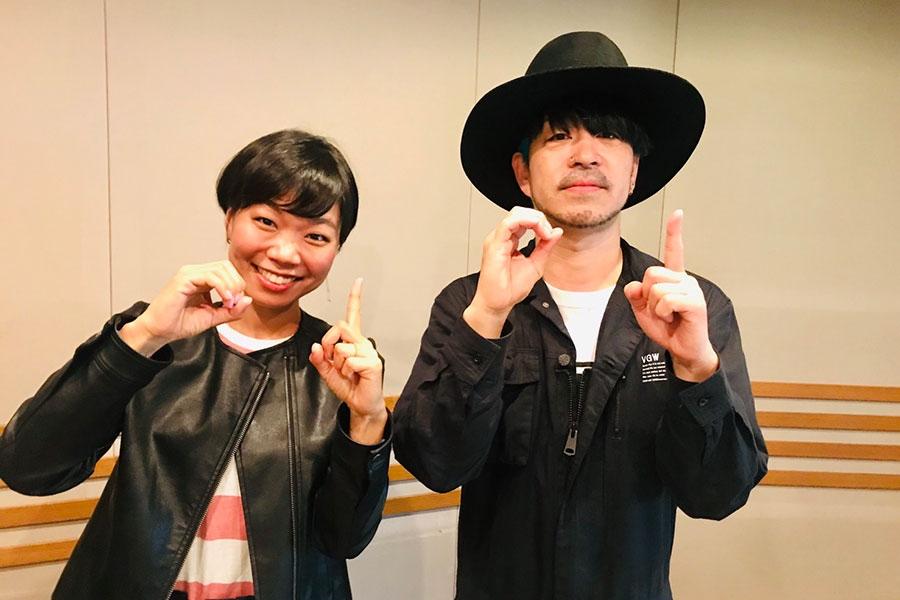 『LIFT』に出演したLOW IQ 01(右)とDJの眞崎直子(9日・α-STATIONスタジオ)