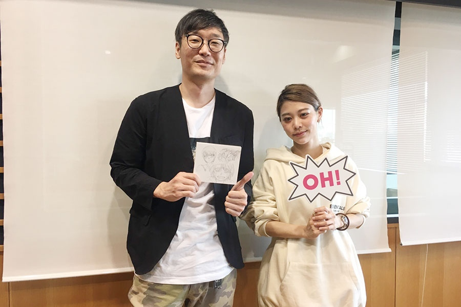 FM OH!『Music Bit』にゲスト出演したロザリーナ(右)。左はDJの遠藤淳(16日・大阪市内)