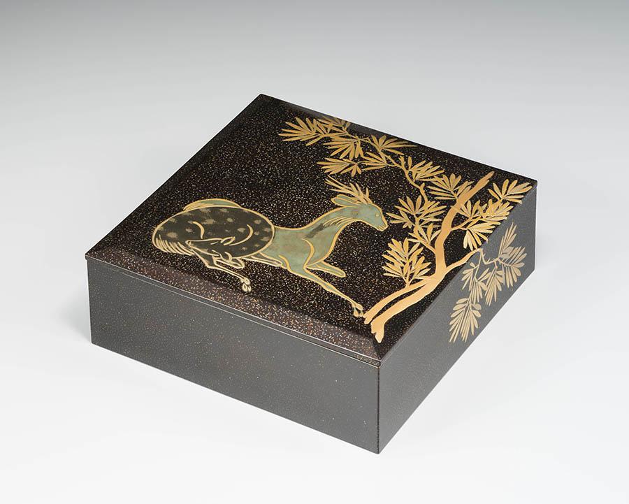 槙鹿蒔絵菓子箱 江戸時代 18世紀 個人蔵 撮影:山崎兼慈