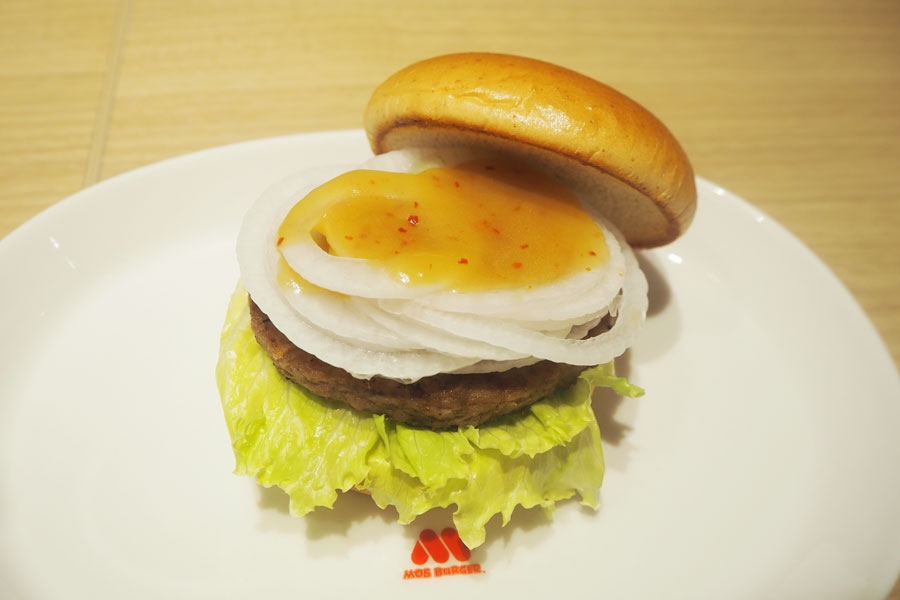 「たまねぎバーガー 国産黒酢と瀬戸内産ネーブル仕立て」(380円)