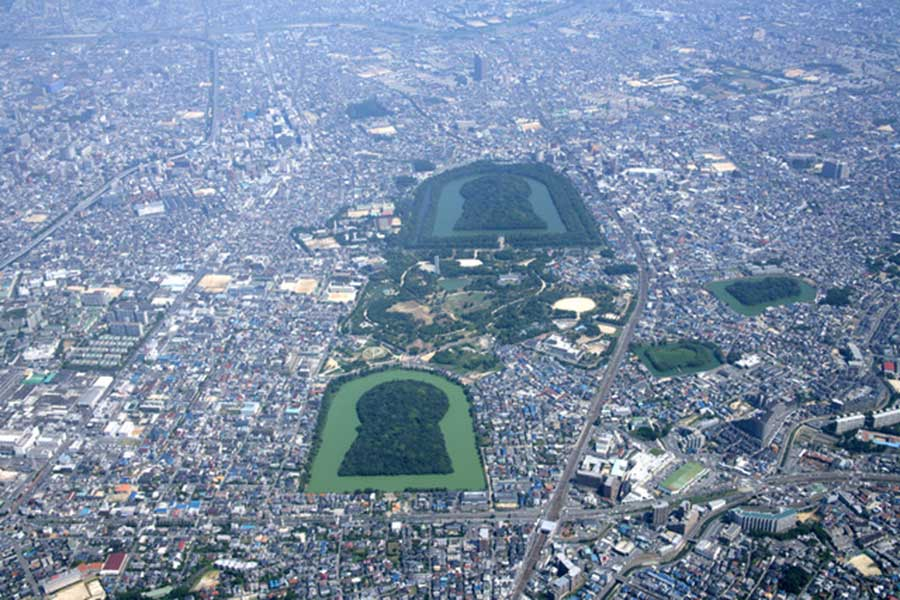 百舌鳥古墳群 (上空の南西から)写真/堺市提供
