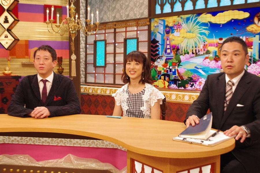 「青のりおはぎが、西日本しかないというのをこの番組ではじめて知った」と話す川田裕美とサバンナ・高橋茂雄(左)、児島太一プロデューサー