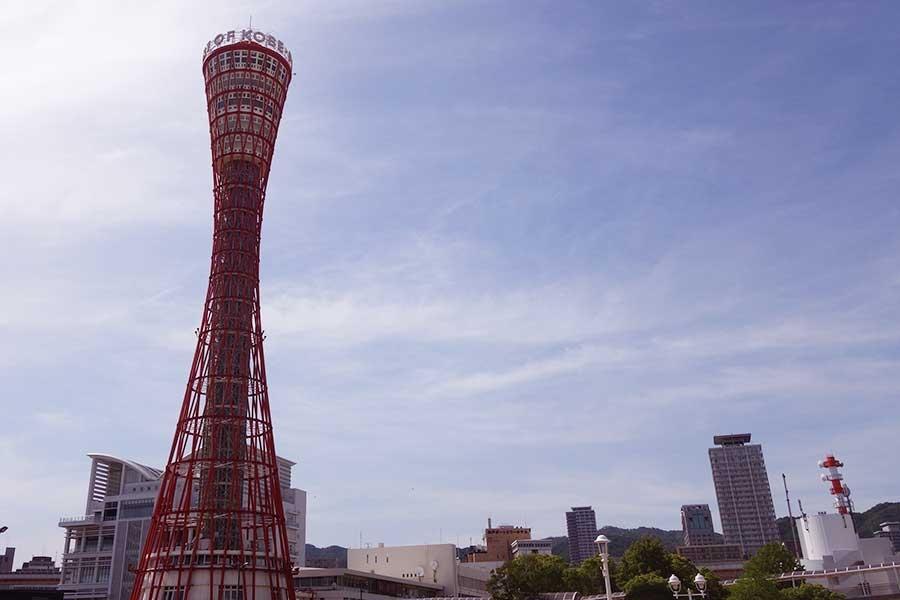 JR・元町駅から徒歩約15分の位置にある神戸ポートタワー