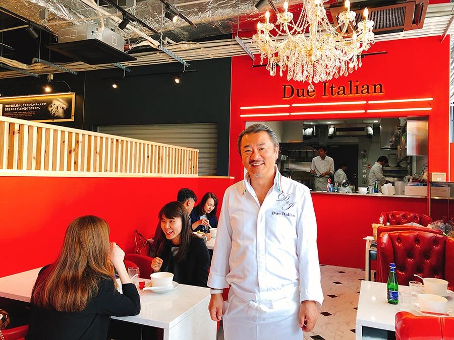 「黄金の塩らぁ麺 ドゥエイタリアン」の石塚和生さんは、ラーメン業界唯一のシェフと言われる