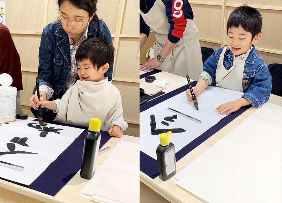 3歳、7歳の男の子も習字に挑戦
