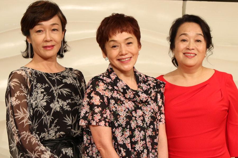 左から舞台『三婆』に出演するキムラ緑子、大竹しのぶ、渡辺えり